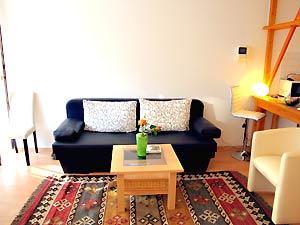 helles 2 zimmer apartment mit balkon in berlin prenzlauer berg. Black Bedroom Furniture Sets. Home Design Ideas