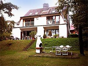 3 zimmer ferienwohnung mit balkon und seezugang in berlin spandau pichelsdorf. Black Bedroom Furniture Sets. Home Design Ideas