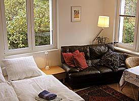 privat bernachten in berlin ferienwohnung und g stezimmer bed and breakfast privatzimmer. Black Bedroom Furniture Sets. Home Design Ideas