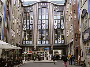 2 berlin apartments with view over near hackescher markt. Black Bedroom Furniture Sets. Home Design Ideas