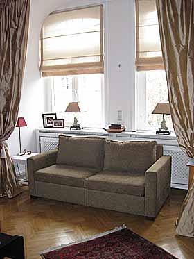 gro es g stezimmer in frankfurt main westend. Black Bedroom Furniture Sets. Home Design Ideas